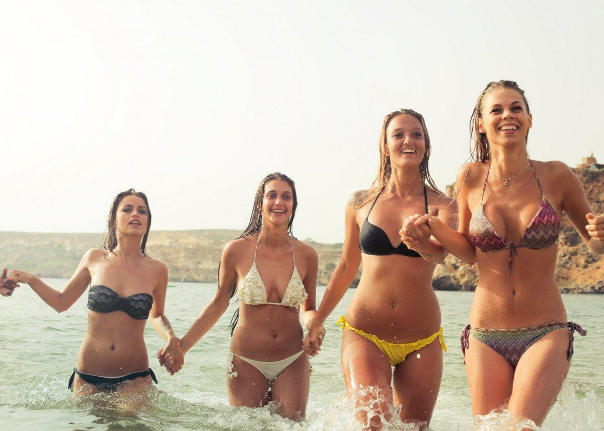 Disfruta de la playa en las despedidas de solteras en Alicante