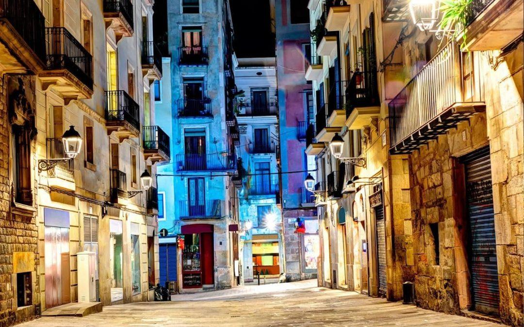 Ruta Histórica por el Borne + Cena: Barcelona oscura y nocturna